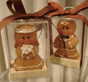 Gingerbread candle wedding favours